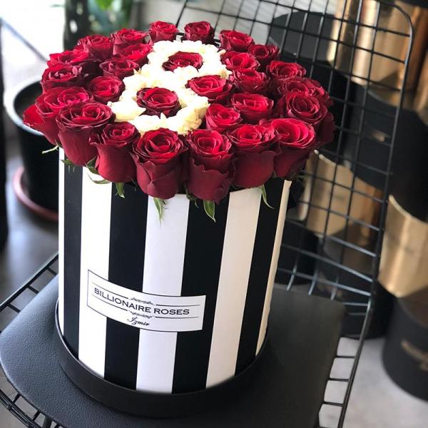 Zebra Desing B Harf Yuvarlak Kutu Gül Billionaire Roses