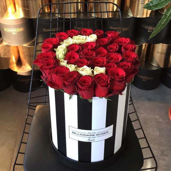 Zebra Desing Ç Harf Yuvarlak Kutu Gül Billionaire Roses