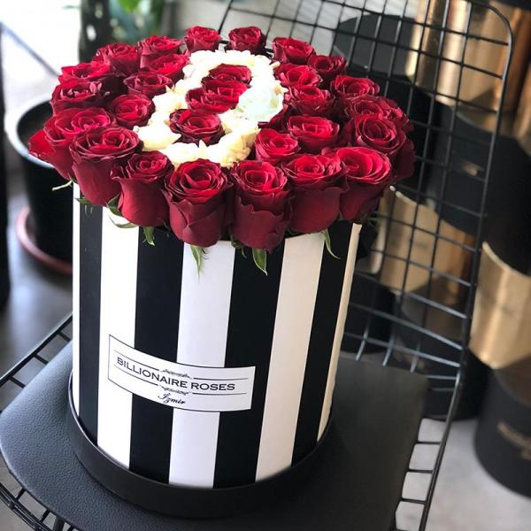 Zebra Desing D Harf Yuvarlak Kutu Gül Billionaire Roses