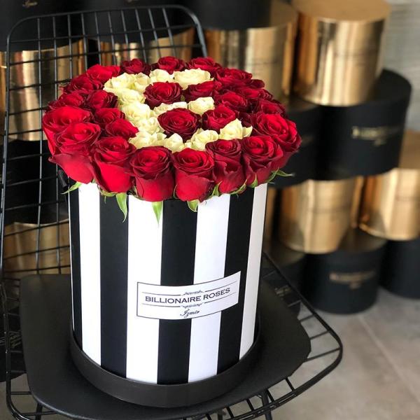 Zebra Desing E Harf Yuvarlak Kutu Gül Billionaire Roses