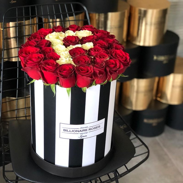 Zebra Desing F Harf Yuvarlak Kutu Gül Billionaire Roses