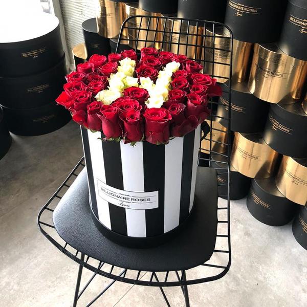 Zebra Desing H Harf Yuvarlak Kutu Gül Billionaire Roses