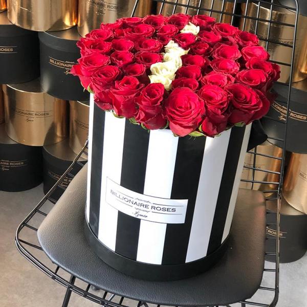 Zebra Desing İ Harf Yuvarlak Kutu Gül Billionaire Roses