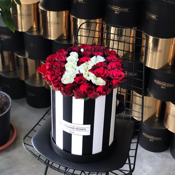 Zebra Desing K Harf Yuvarlak Kutu Gül Billionaire Roses