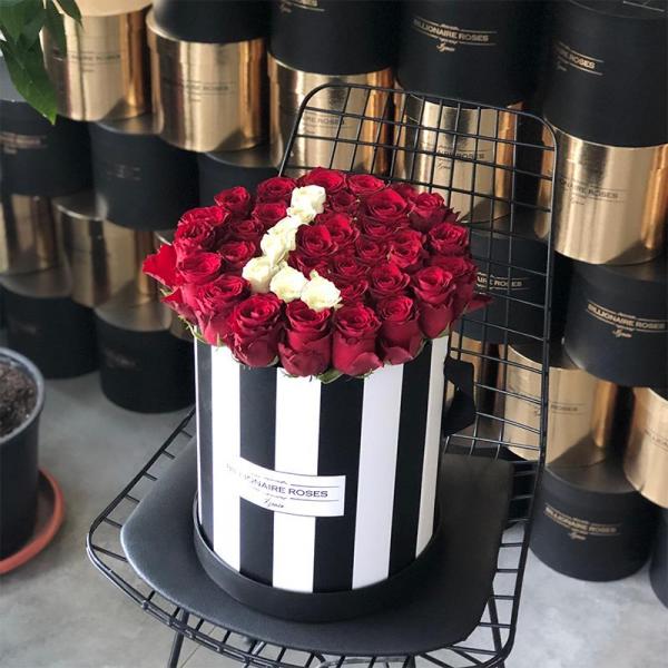 Zebra Desing L Harf Yuvarlak Kutu Gül Billionaire Roses