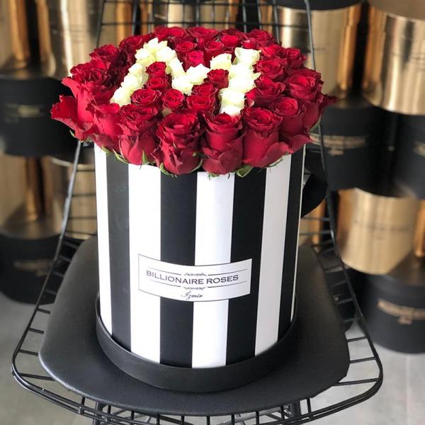Zebra Desing M Harf Yuvarlak Kutu Gül Billionaire Roses