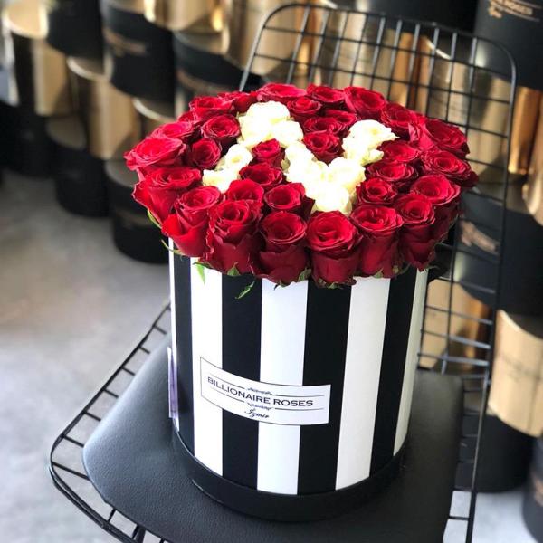 Zebra Desing N Harf Yuvarlak Kutu Gül Billionaire Roses