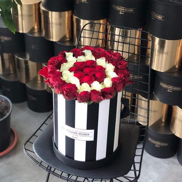 Zebra Desing Ö Harf Yuvarlak Kutu Gül Billionaire Roses