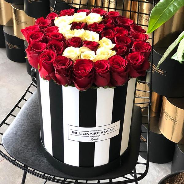 Zebra Desing S Harf Yuvarlak Kutu Gül Billionaire Roses