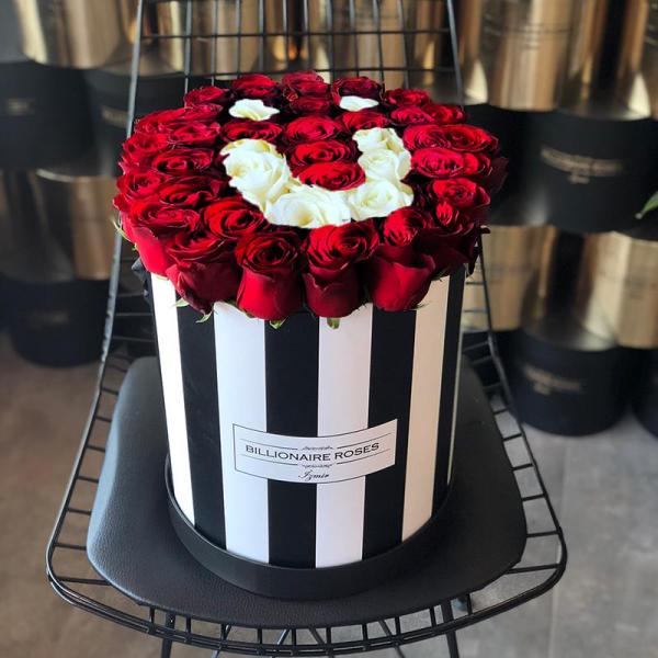 Zebra Desing Ü Harf Yuvarlak Kutu Gül Billionaire Roses