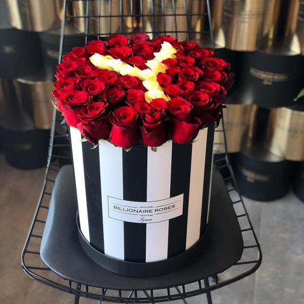 Zebra Desing Y Harf Yuvarlak Kutu Gül Billionaire Roses